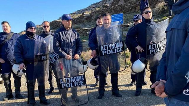 """""""Η αστυνομοκρατία, η εφαρμογή του δόγματος «νόμος και τάξη» στην Τήνο δεν θα περάσουν"""""""