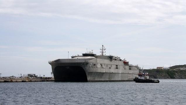 """Στο λιμάνι της Ερμούπολης το Αμερικανικό ταχύπλοο """"Carson City"""""""