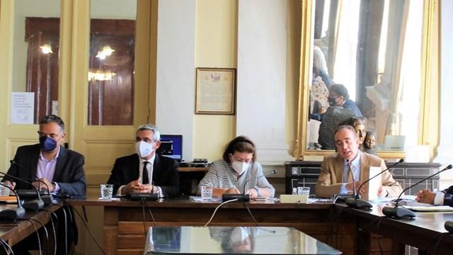 Σύρος: Η Λίνα Μενδώνη στο Δήμο Σύρου-Ερμούπολης