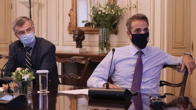 Κορωνοϊός: Σκέψεις για ευρύτερη χρήση μάσκας και νυχτερινή απαγόρευση κυκλοφορίας