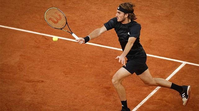 Roland Garros: Ο Τσιτσιπάς στους 4 και συνεχίζει να γράφει ιστορία