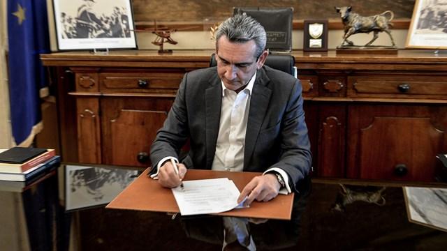 Υπογράφεται η σύμβαση με τους αναδόχους των έργων  ύδρευσης Έξω Γωνιάς και Εμπορείου Θήρας