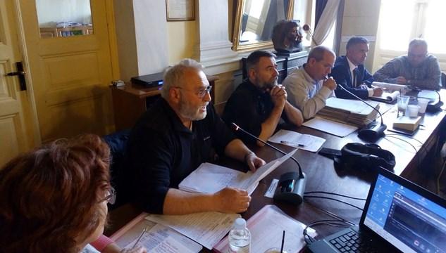 Κατήγγειλε τη σιωπή των συμμετεχόντων στη σύσκεψη του Νεωρίου