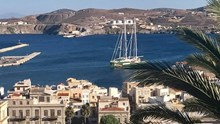 Το πλοίο της Greenpeace, αγκυροβόλησε στη Σύρο