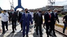 Ξενάγηση  Ξενοκώστα στο Ναυπηγείο Ελευσίνας κλιμακίων της Ελληνικής και Αμερικανικής Κυβέρνησης