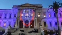 Στα χρώματα του Φοίνικα το Δημαρχείο της Ερμούπολης