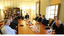 Οι Υπουργοί Ανάπτυξης και Εργασίας στο Επιμελητήριο Κυκλάδων