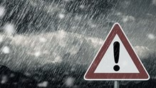 Νεφώσεις με τοπικές βροχές και σποραδικές καταιγίδες προβλέπονται αύριο στις Κυκλάδες