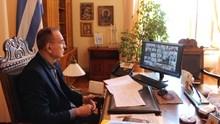 Τηλεδιάσκεψη Νίκου Λειβαδάρα με τον Πρωθυπουργό για τους εμβολιασμούς