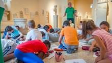 Οι Γ' και Δ' τάξεις του 1ου Δημοτικού Σχολείου Ερμούπολης στο Αρχαιολογικό Μουσείο Σύρου