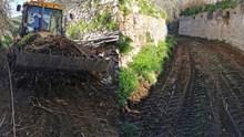 Σε εξέλιξη ο καθαρισμός του ρέματος Βήσσα - Φοίνικα από την Περιφέρεια Ν. Αιγαίου