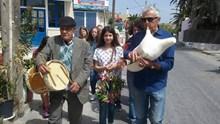 Υποδέχθηκαν τον Μάη με τραγούδια και λουλούδια