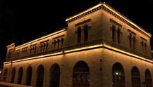 Ιδιαίτερος φωτισμός σε ένα ιστορικό κτίριο