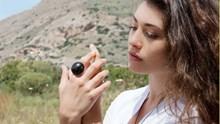Το καινοτόμο πρότζεκτ από την Σύρο: Κοσμήματα από χρησιμοποιημένους κόκκους καφέ