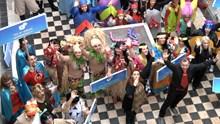 Παρουσίαση στολών από τις Καρναβαλικές Ομάδες και σεργιάνι στην Ερμούπολη