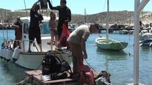 Καθαρισμός των ακτών στη Βάρη και το Αχλάδι