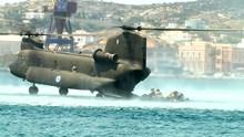 Εντυπωσιακή άσκηση του Πολεμικού Ναυτικού στο λιμάνι Ερμούπολης