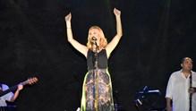 Η Νατάσσα Θεοδωρίδου στη Σύρο